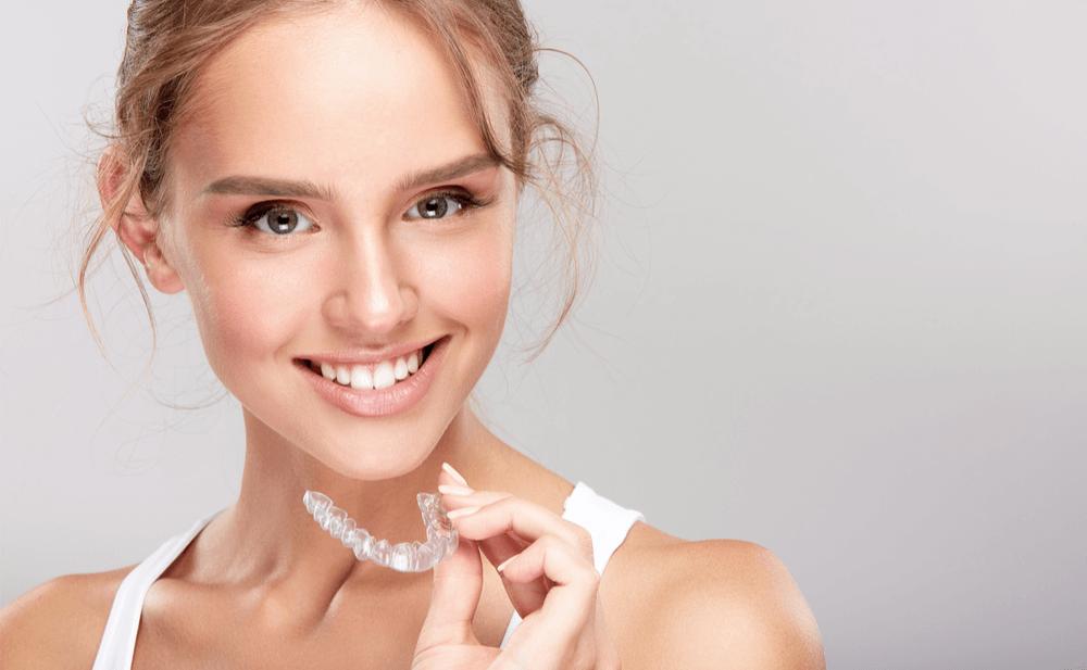 Ortodoncia-invisible-clínica-dental-Dr.Charani-Valencia